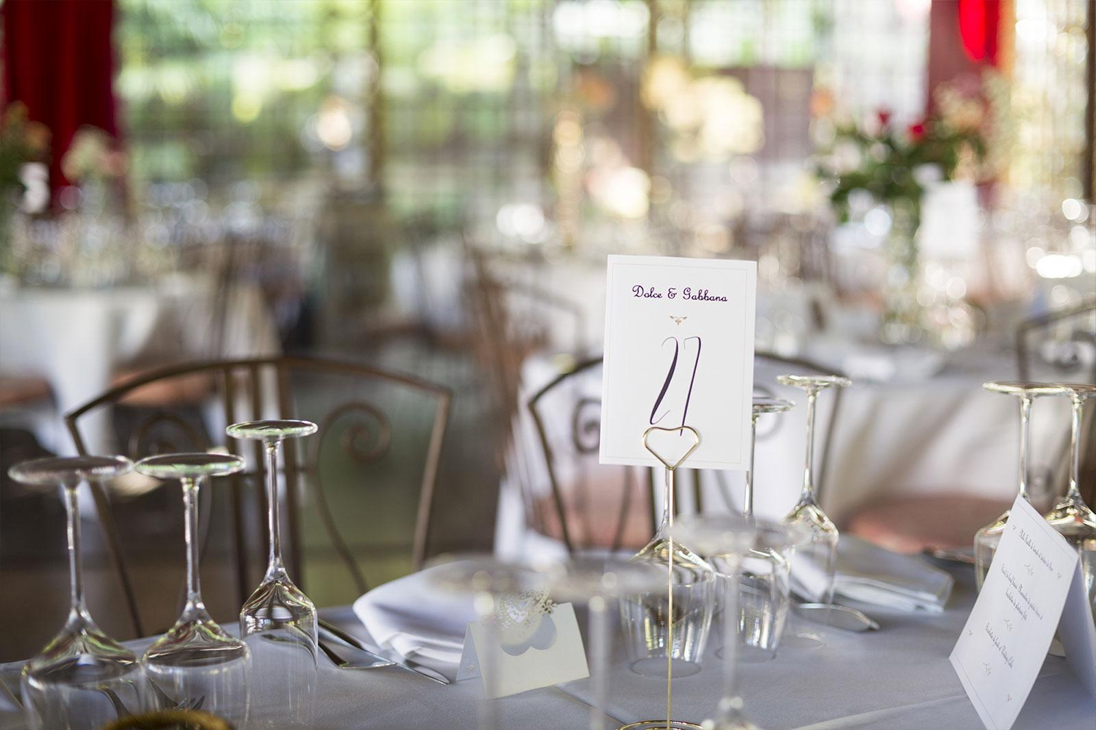 une table du dîner de mariage